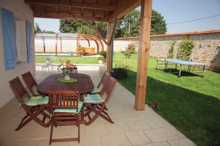 Gite avec terrasse et grand préau